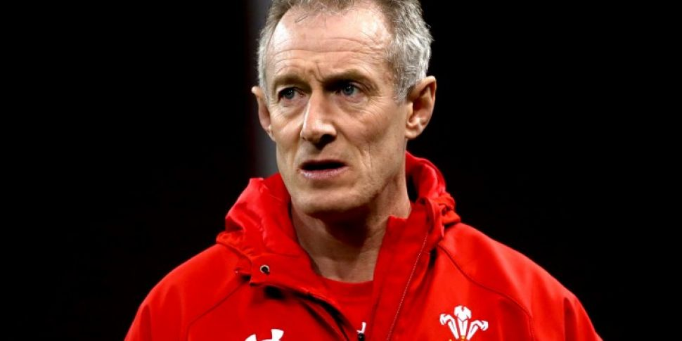 Rob Howley apologises for brea...