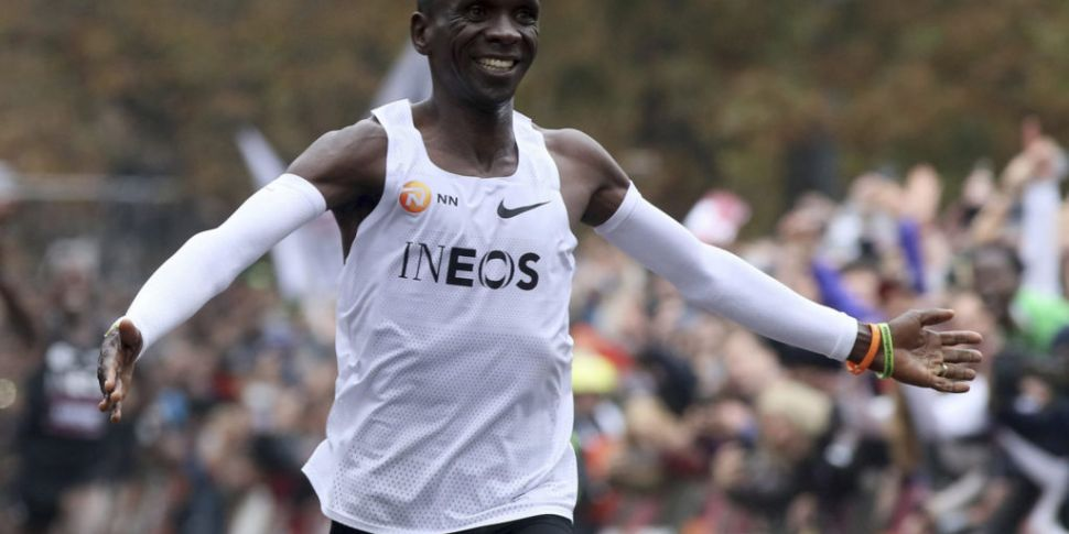Kenyan Runner Makes Marathon H...