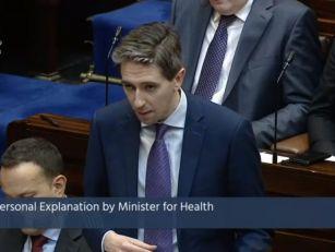 Simon Harris Issues Dáil Apolo...